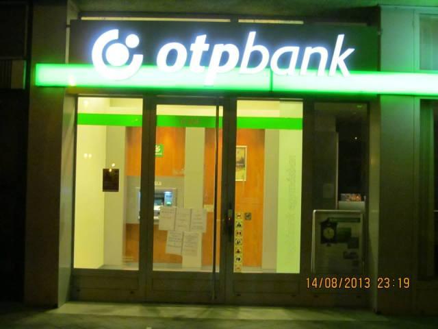 Bankplakátolás Pécs 2