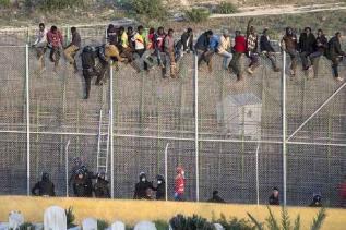 Melilla, spanyol enklávé 'biztonsági határzár' - 6